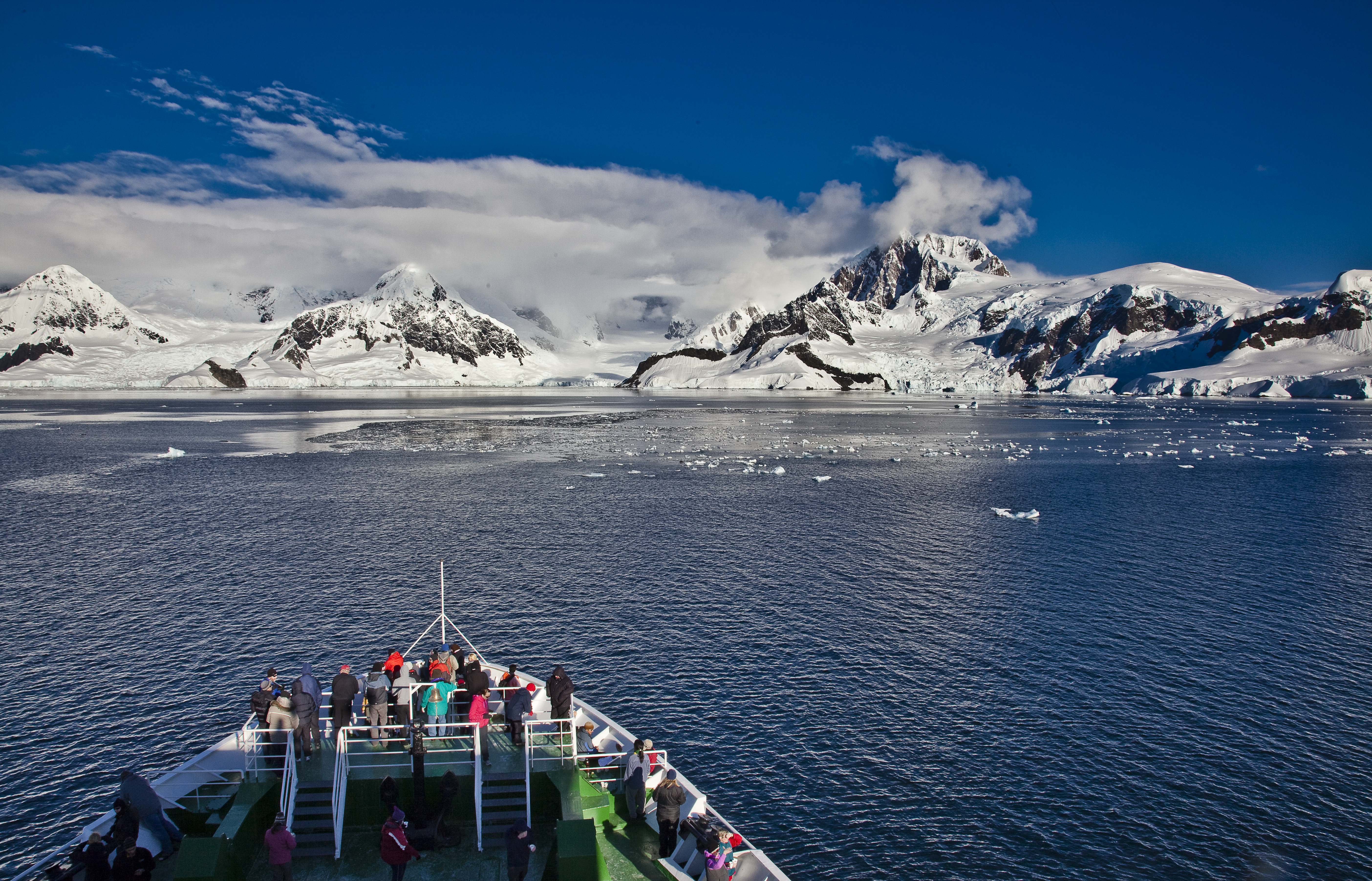 Antarctica+Expedition+Bow+Landscape.jpg